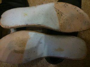 причина скрипа обуви - стельки